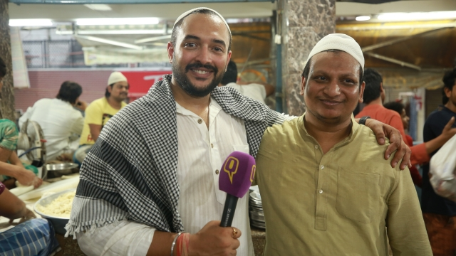 RJ Addy with Mehtaab Bhai of '<i>Javed Ki Famous Nahari</i>' in Zakir Nagar, Delhi.