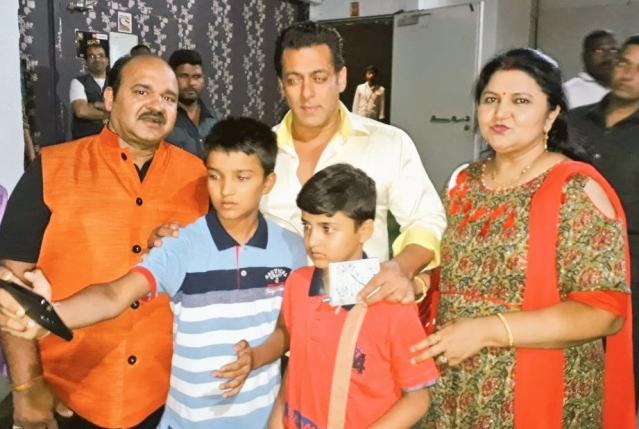 Sanjeev Shrivastava's son takes a selfie with Salman Khan