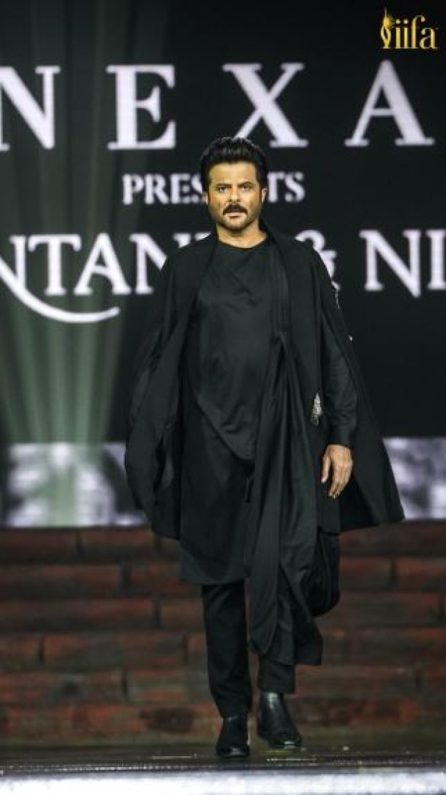 Anil Kapoor the showstopper in Shantanu Nikhil fashion show.