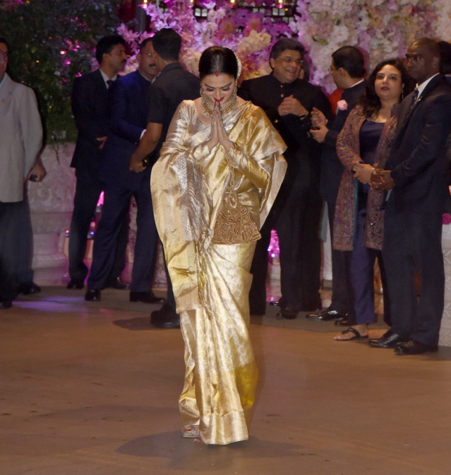Rekha dazzled in shimmery gold, as usual.