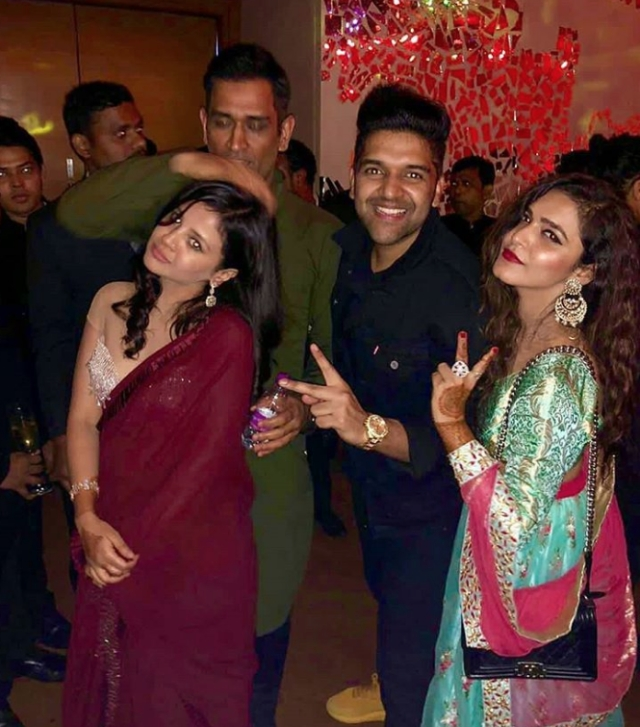 Here's another photograph of Mahi and Sakshi along with singer Guru Randhwa during the <i>sangeet</i>.