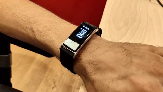 Smartron t.band