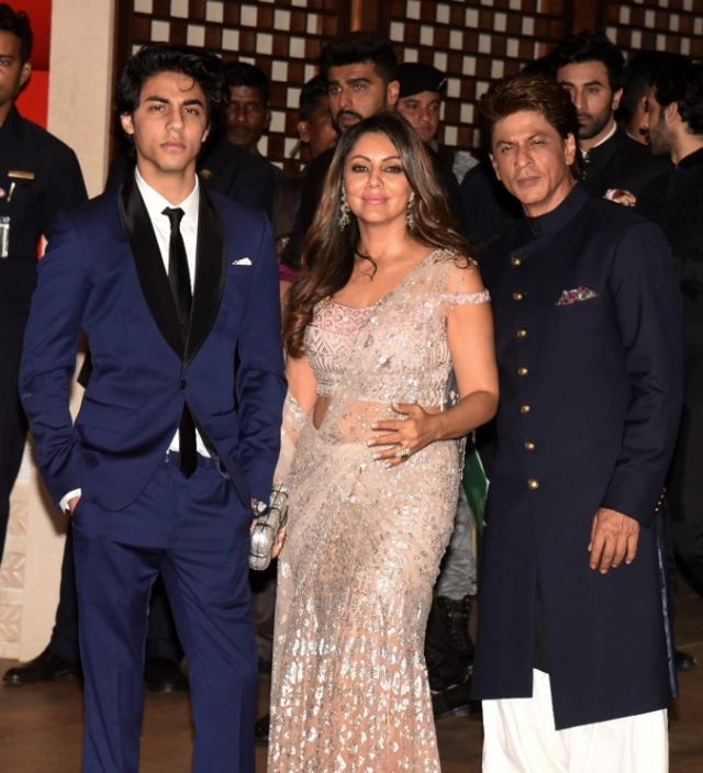Shah Rukh Khan poses with son Aryan and wife Gauri.