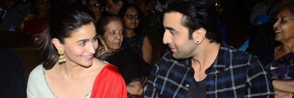 Watch alia bhatt singing a ranbir kapoor song in a video is taking ranbir kapoor and alia bhatt are in a relationship thecheapjerseys Images