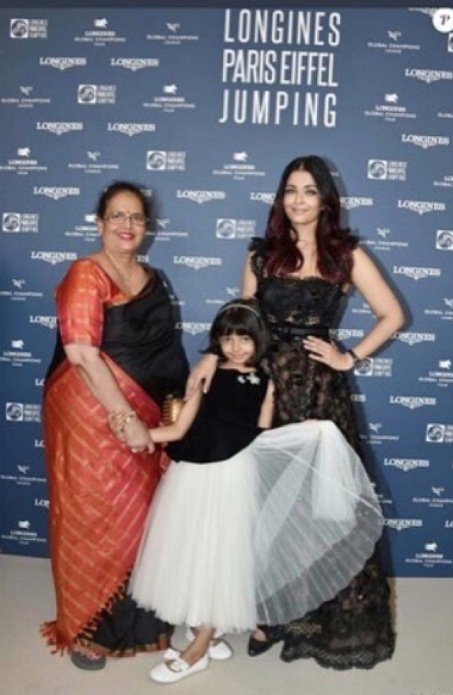 Aishwarya Rai poses with mom Vrinda and Aaradhya on the red carpet.