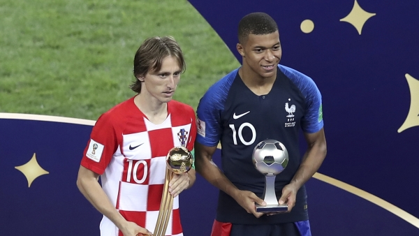 Croatia's Luka Modric and France's Kylian Mbappe, right, pose with their individual awards at the end of the final match between France and Croatia at the 2018 soccer World Cup in the Luzhniki Stadium in Moscow, Russia, Sunday, July 15, 2018.