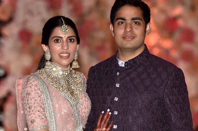 Akash Ambani and his bride-to-be Shloka Ambani chose to go traditional for their pre-engagement bash. While Akash chose a shade of maroon, Shloka donned a pink Abu Jani-Sandeep Khosla ensemble for the occasion.