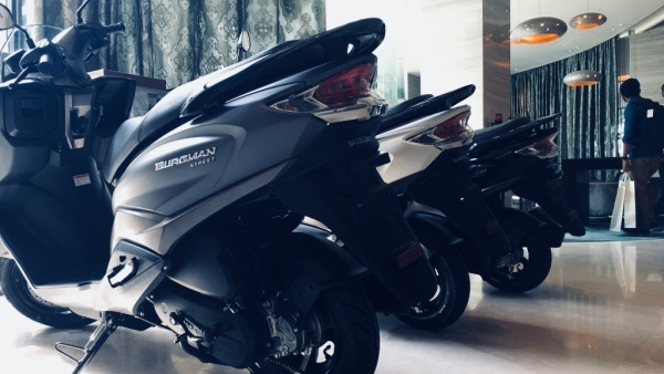 Suzuki Launches Burgman 125  at Rs 68,000 to Fight Honda's Activa