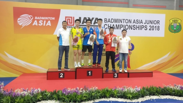 Lakshya Sen beat reigning world junior champion Kunlavut Vitidsarn of Thailand in straight games clinch a gold medal at the Asia Junior Championships in Jakarta on Sunday.