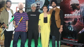 Cast of <i>Soorma </i>with Shaad Ali in the middle.