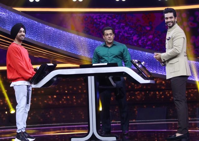 Angad Bedi and Diljit Donsanjh make an appearance on Salman Khan's <i>Dus Ka Dum.</i>