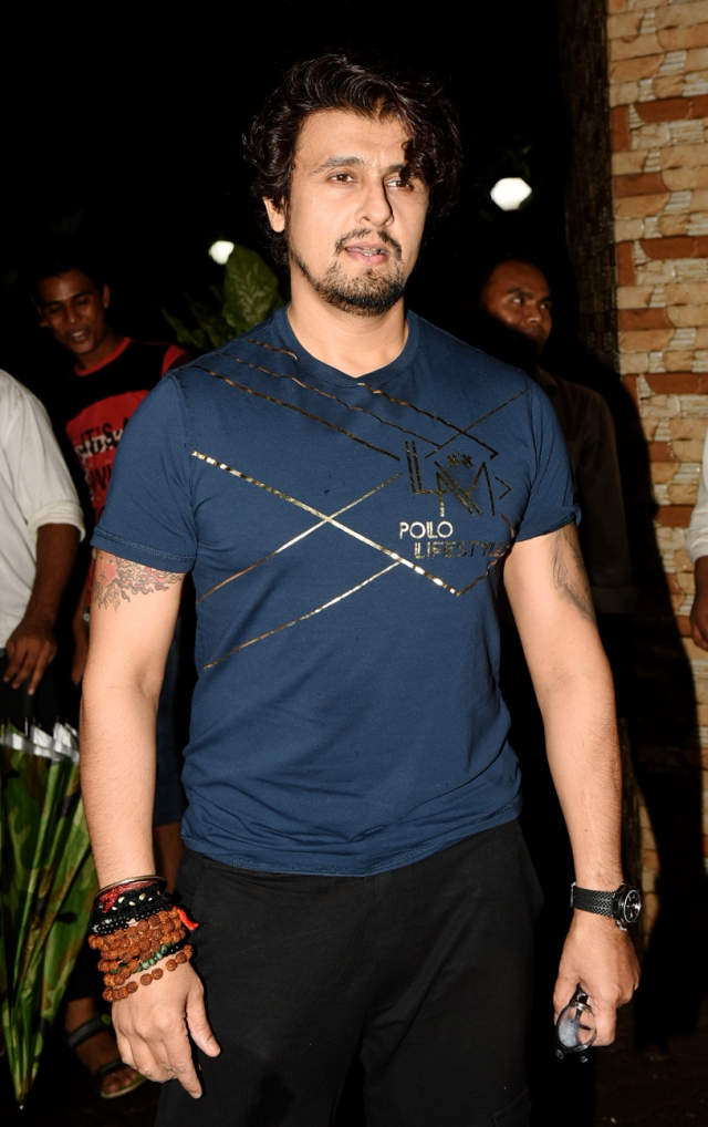 Singer Sonu Nigam was there too.