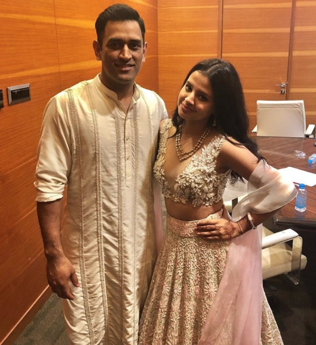 MS Dhoni and wife Sakshi Singh Dhoni rocked almost all the looks at the Patel-Soni wedding.