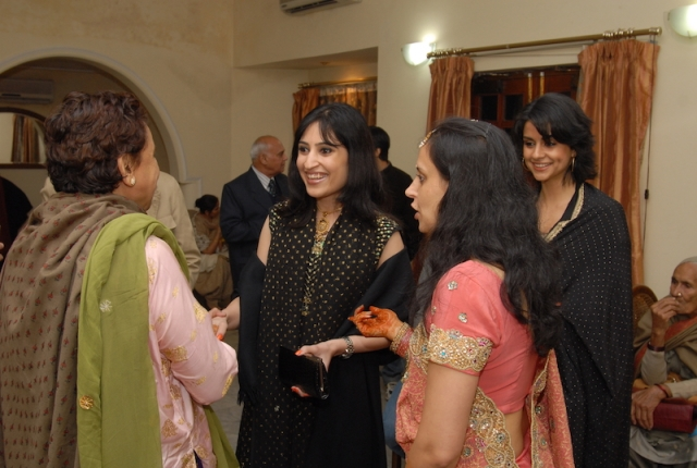 Anissia (smiling, centre), Gul (extreme right, wearing black)