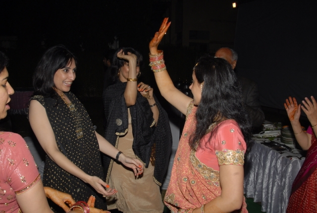 Anissia (second from left, dancing), Gul (dancing next to her - face hidden)