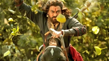 Chiranjeevi in a still from<i> </i><i>Sye raa Narasimha Reddy</i>.