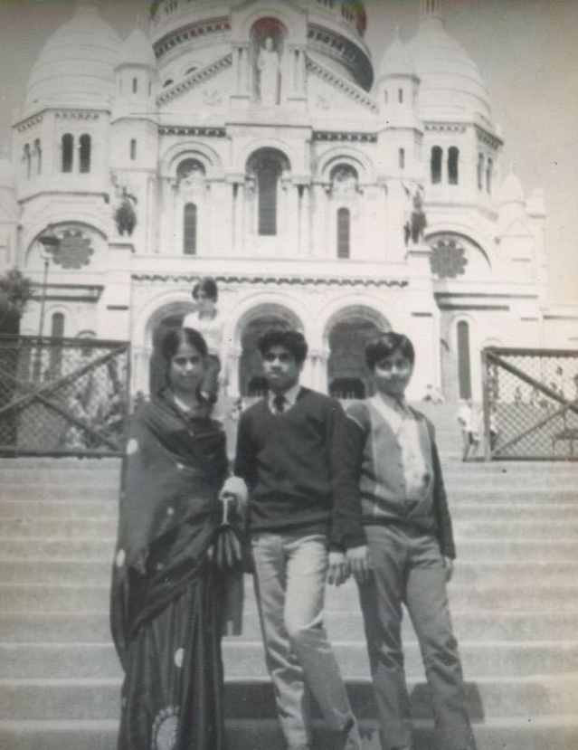 Nilima Samanta (L) with her sons Ashim (C) and Samir (R) in happier times.