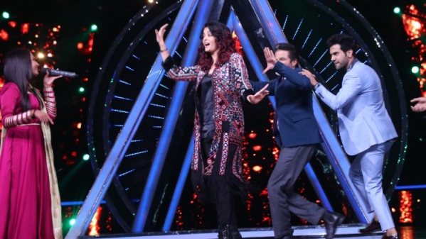 Aishwarya Rai Bachchan and Anil Kapoor on Indian Idol 10.