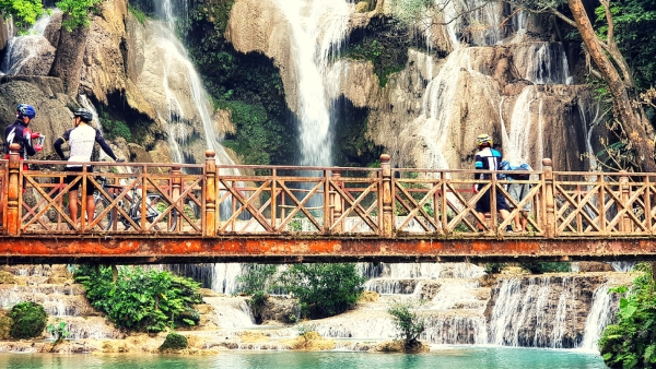 The 45-minute trip to the Kuang-Si falls takes you through the countryside.