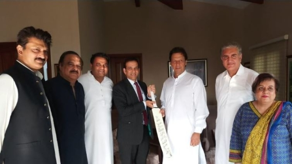 The cricket bat gifted to Imran Khan was signed by the entire Indian cricket team.