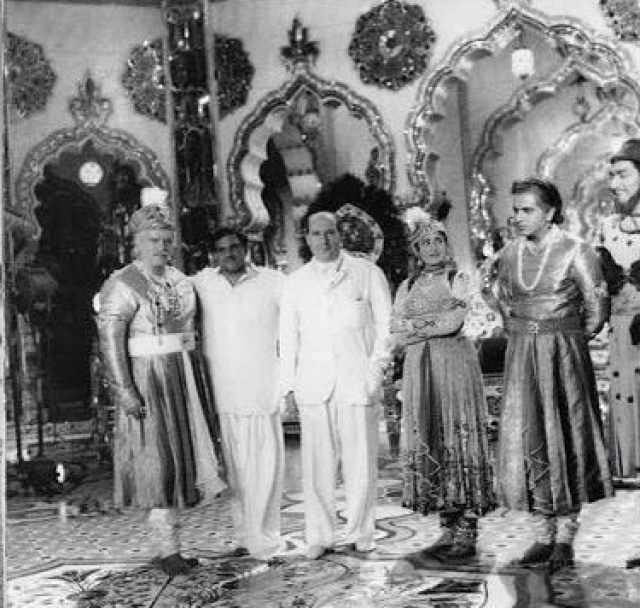 Italian film maker Roberto Rossellini visited the grand set of Sheesh Mahal at Mohan Studio built for <i>Mughal-e-Azam</i>, in the mid-'50s. He is flanked by Prithviraj Kapoor, K Asif, Madhubala and Dilip Kumar.