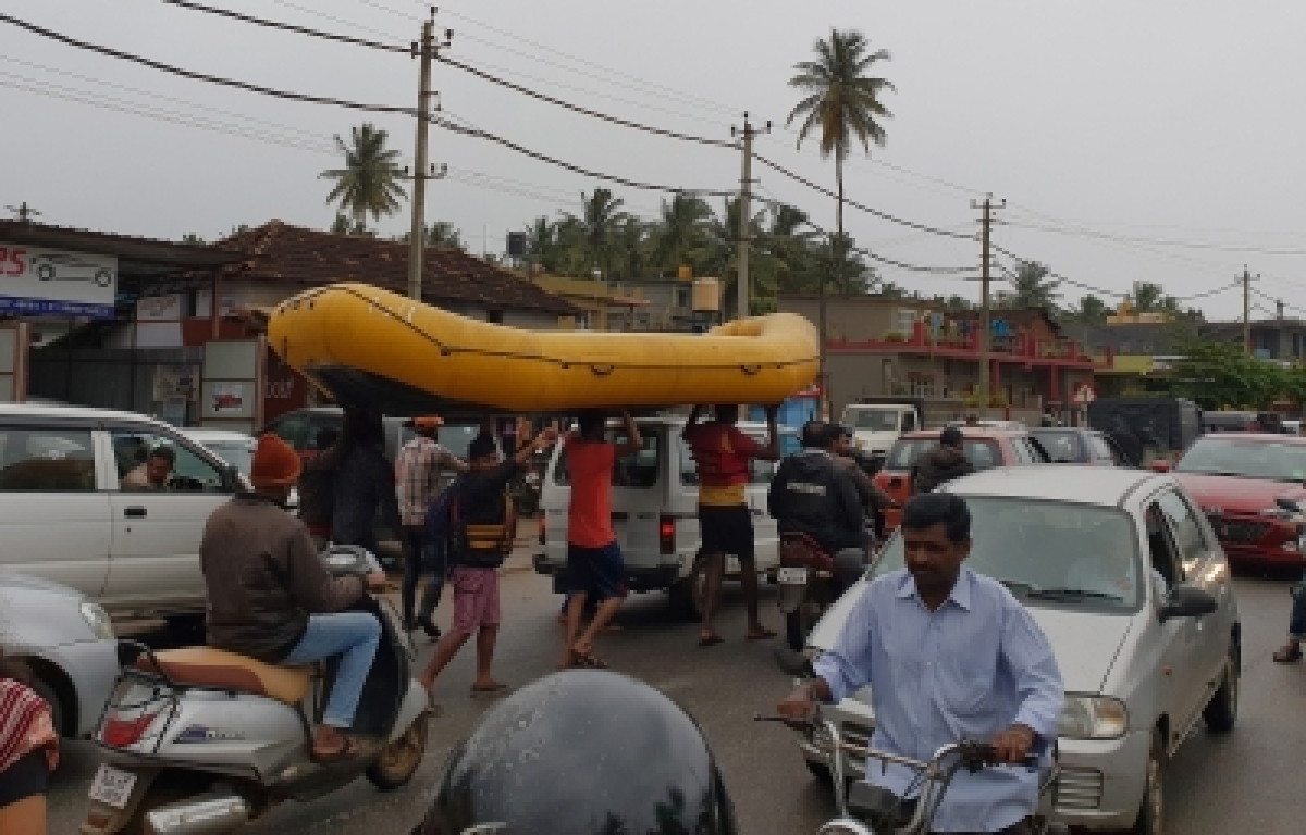 Image result for images of Army, Navy rescue marooned people in flood-hit Kodagu district