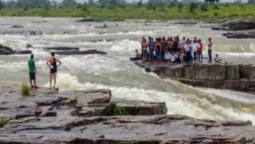 Rescue operations underway as tourists get stranded at a picnic spot in Sultan Garh Waterfalls after water level increased due to sudden release from a dam, in Shivpuri on Wednesday, Aug 15, 2018.
