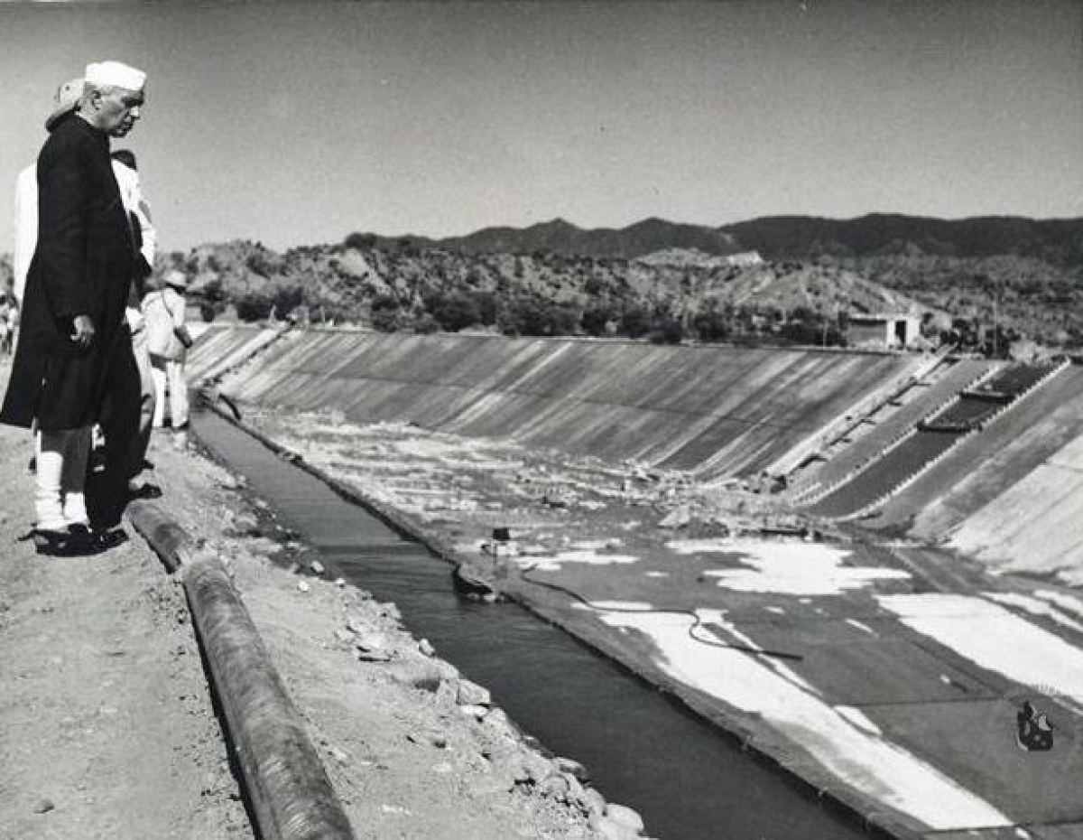 Jawaharlal Nehru inspecting the Nangal Hydel Canal, on November 8, 1953.