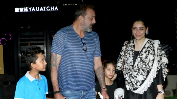 Sanjay Dutt with wife Maanayata and kids.