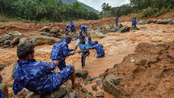 Rescue workers search for the bodies of missing persons after a landslide, triggered by heavy rains and floods, at Nenmara in Palakkad on Friday, Aug 17, 2018.