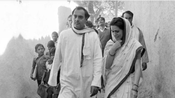 Former Prime Minister Rajiv Gandhi with wife Sonia Gandhi during an election tour in Amethi.