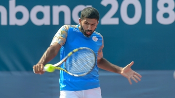 Rohan Bopanna in action.
