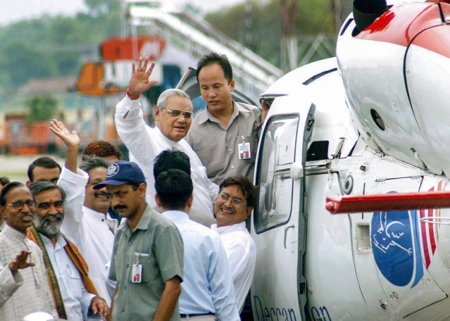 In this 25 July, 2004, file photo former prime minister Atal Bihari Vajpayee leaves for the aeriel survey of flood-hit areas in Patna, Bihar.