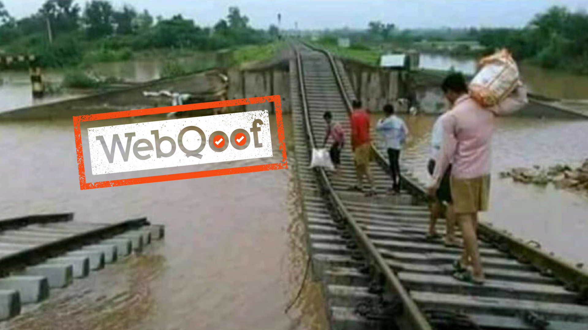 The Viral Photos Of Rss Workers Helping In Kerala Floods Not Real
