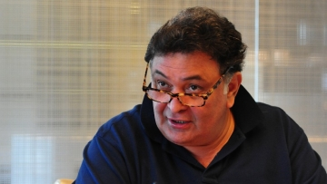 Rishi Kapoor leaves for medical treatment to the US.