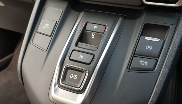 Push-button transmission system on the diesel Honda CR-V.