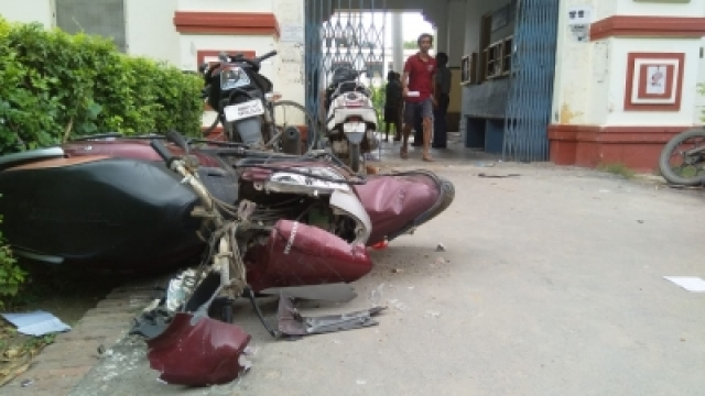 Vehicles that were vandalised at the Banaras Hindu University (BHU) after students of two hostels of the varsity - Aiyyar and Birla hostels-  clashed over mess food being forcibly eaten by unauthorised inmates in Varanasi on Sept 12, 2018. University officials are looking at the CCTV footage to identify the guilty (Photo: IANS)