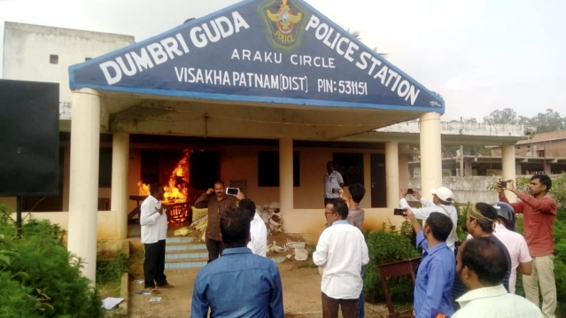 Tribal's attacked the Dumbraguda police station in Vishakapatnam (AP) as protest against the killing of TDP Ex MLAS by Naxal in Vishakapatanm.