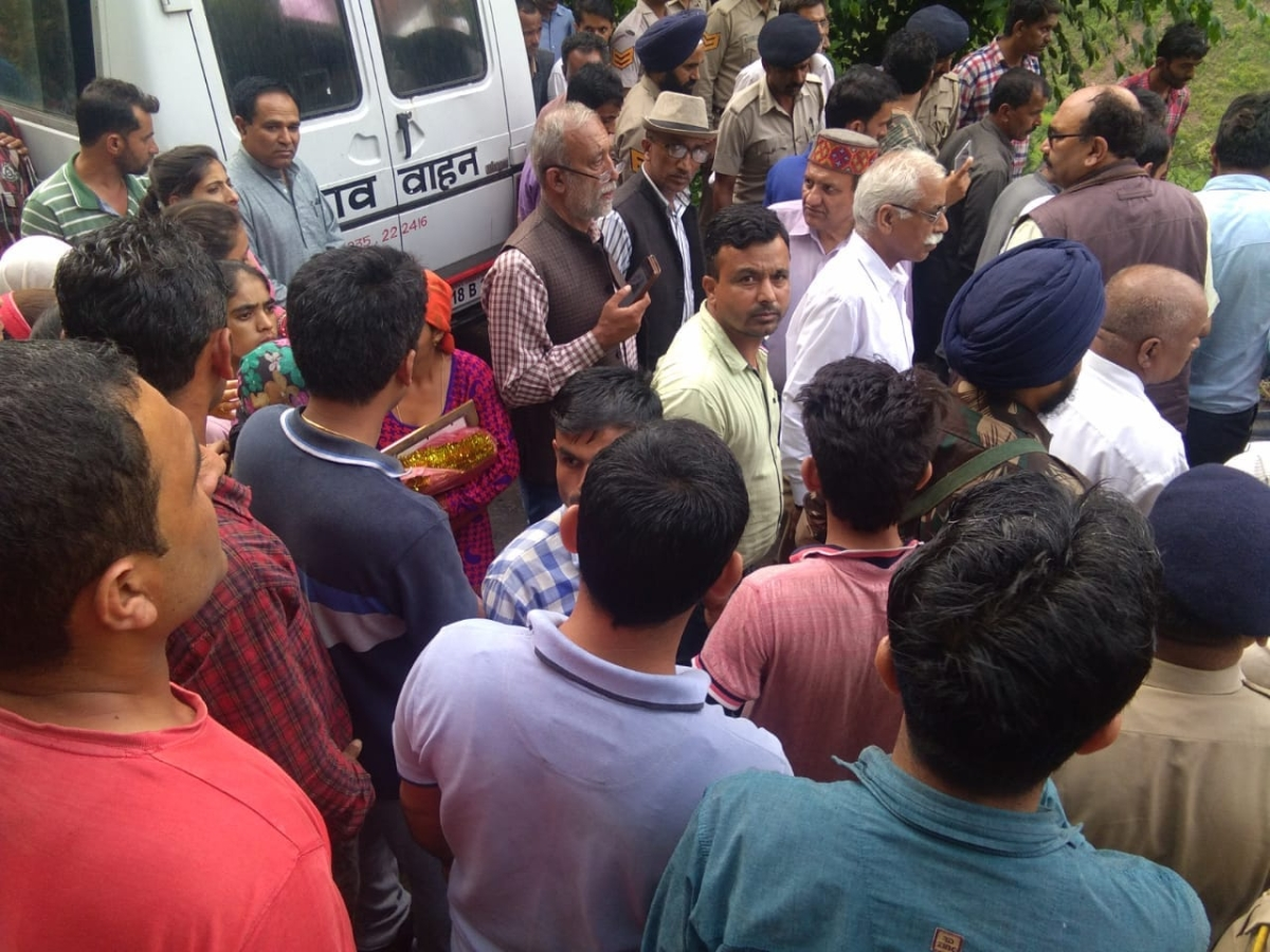 People crowd at the funeral of slain RTI activist.