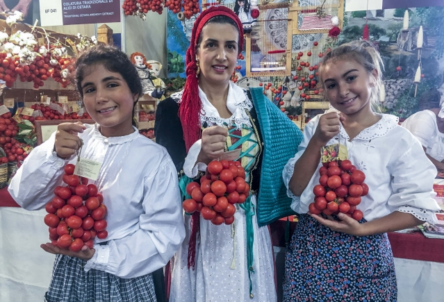 Rosa, 12-year-old Giovanna and 13-year-old Marisol are part of a farmer cooperative who grow the Regina Tomatoes.