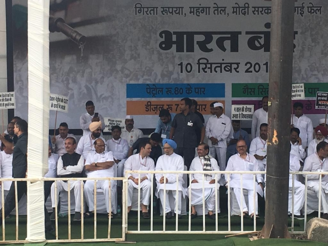 Former Prime Minister Manmohan Singh joined top Opposition leaders on the dais