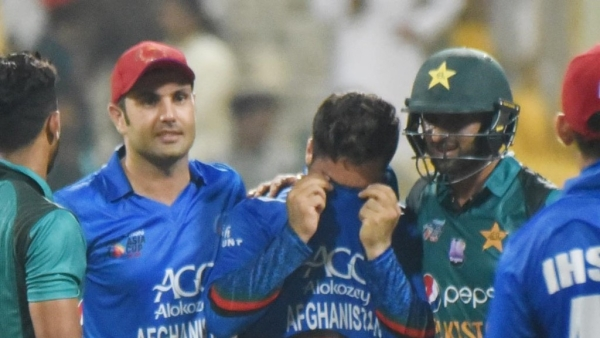 Pakistan's Shoaib Malik trying to console Afghanistan's Aftab Alam after his side lost by 3 wickets to Pakistan in the Super Four match of the Asia Cup on Friday.