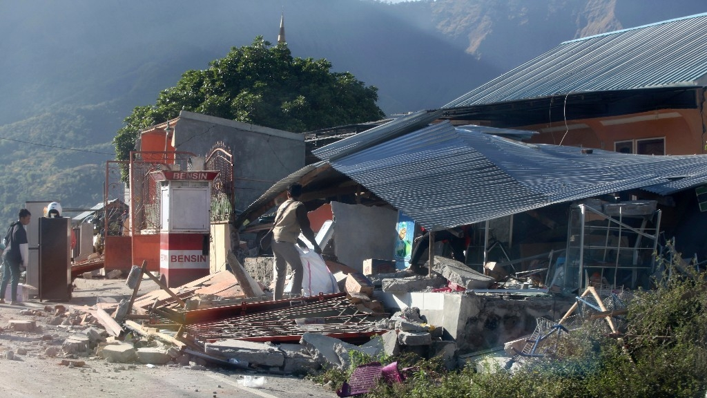 Strong 6.1-Magnitude Quake Hits Off Indonesia