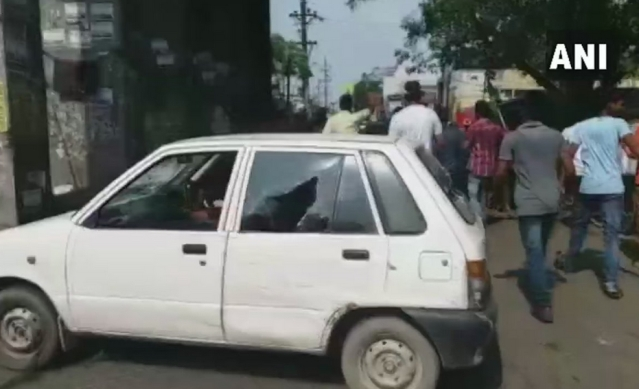 Jan Adhikar Party workers vandalise vehicles during Bharat Bandh protest in Patna.