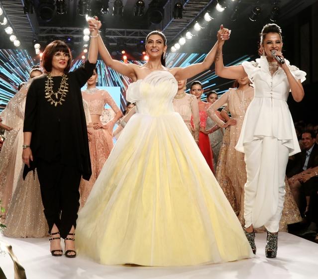 Sushmita Sen with her designer Neeta Lulla.
