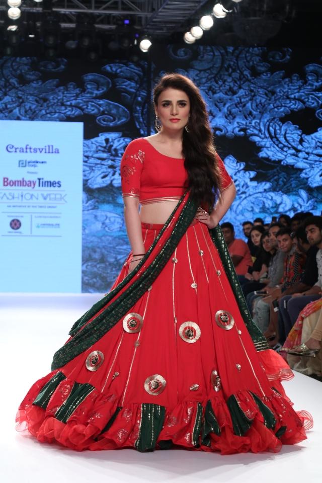<i>Pataakha </i>girl Radhika Madan on the ramp at the fashion week.