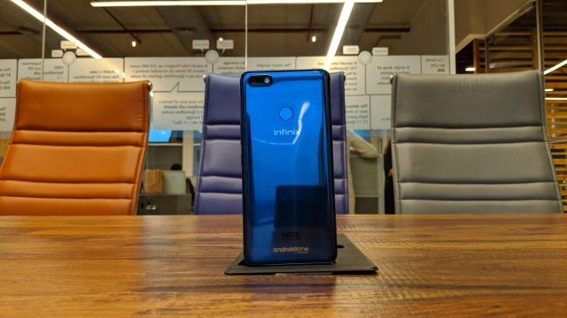 Looks wise, the Note 5 is a bit too 'Huawei', given its reflective blue back panel.