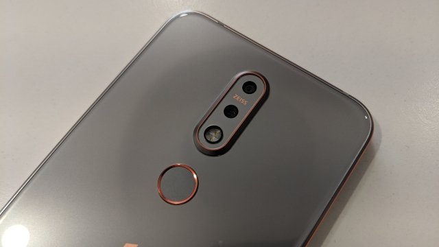 Dual rear cameras with Zeiss Optics sensors on the Nokia 7.1.