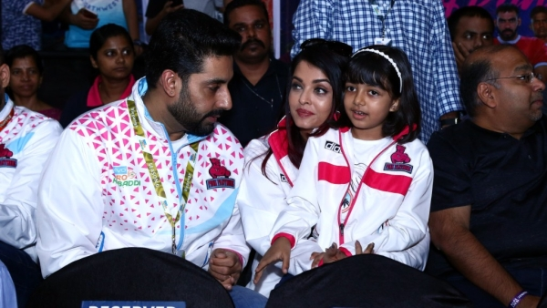 Junior B, Ash & Aaradhya in Stands For Pink Panthers' First Match