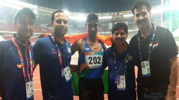 Narayan Thakur (centre) won the T35 100m final race in 14.02 seconds.